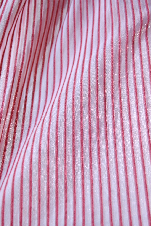 84702151-draperie dungi roz