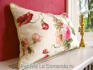 LxxA002-perne-decorative-alb-model-floral-rosu-verde-mov