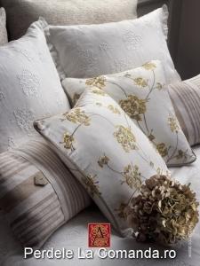 PxxA011-perne-decorative-alb-model-floral-auriu