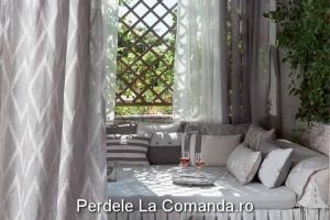 perdele_dormitor_model_geometric_alb